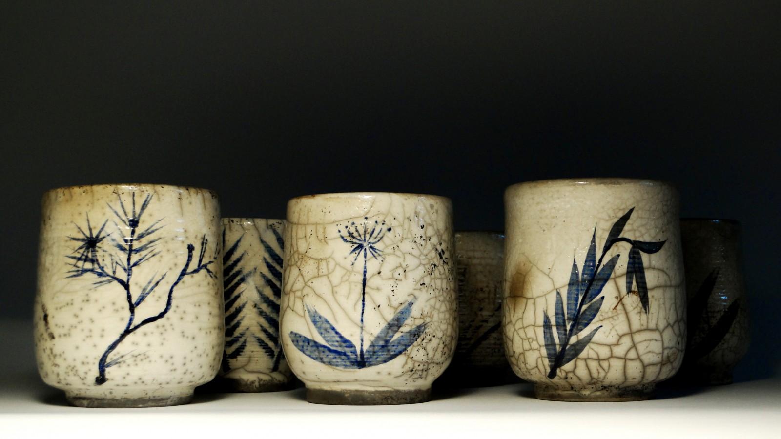 Komplet malowanych czarek do herbaty