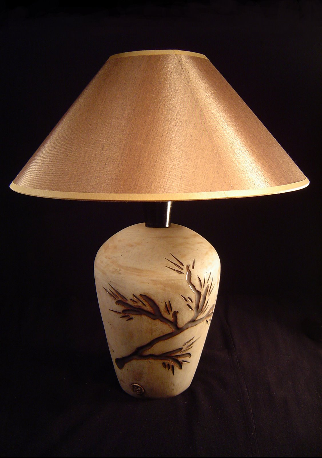 Ceramiczna lampa z sosną