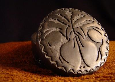 Ceramiczne pudełko z reliefem