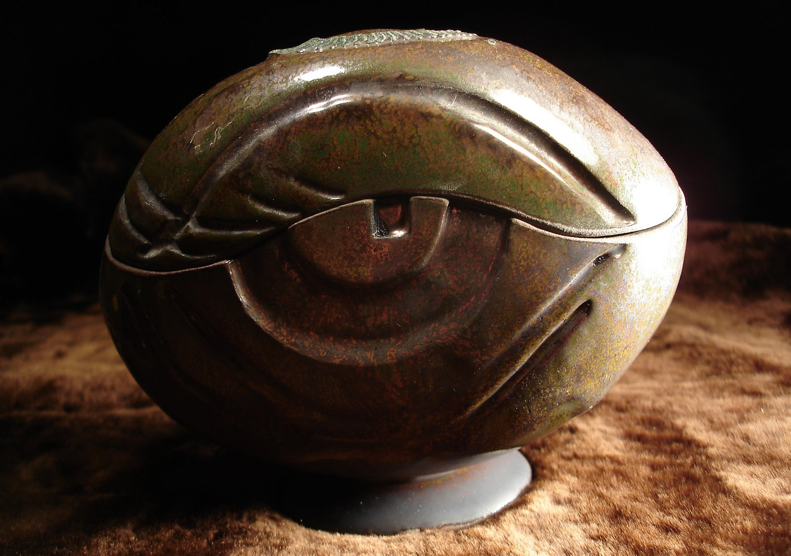 Ceramiczne pudełko z okiem