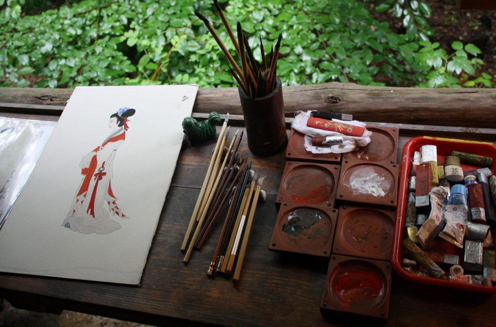 Malarstwo podszkliwne na ceramice – historia jednego pędzla