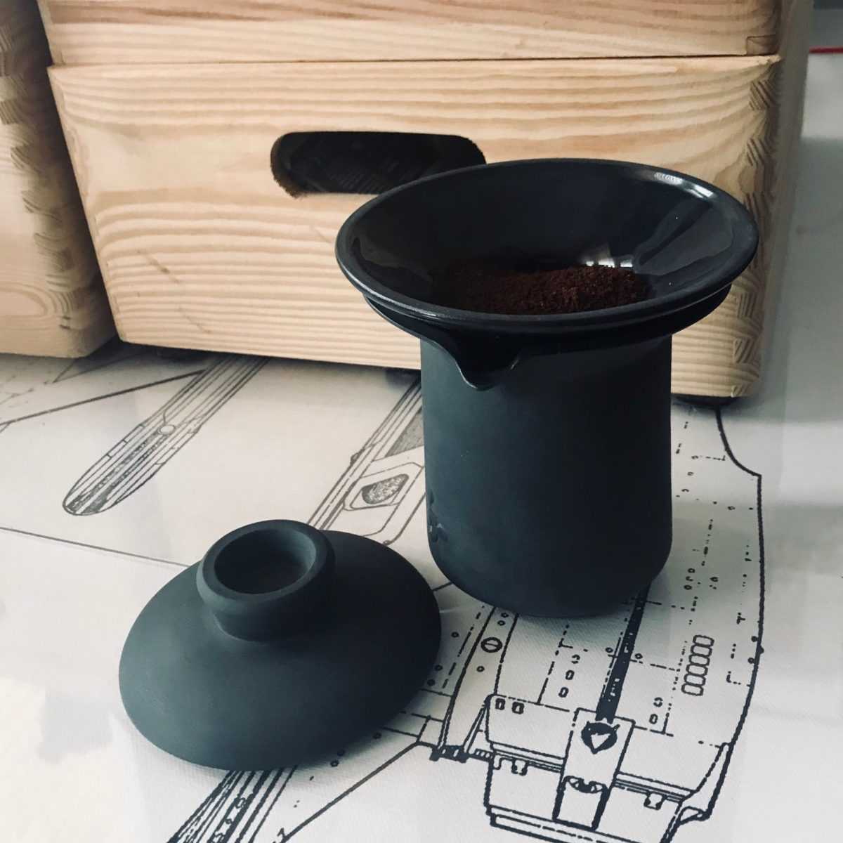 Czarna porcelana