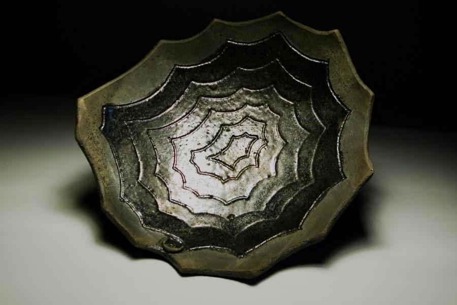 Patera ceramiczna z motywem pajęczyny